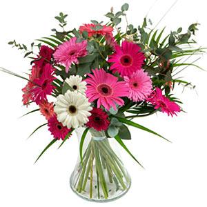 15 adet gerbera ve vazo çiçek tanzimi  Mardin online çiçek gönderme sipariş