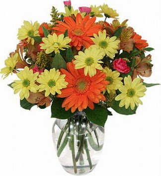 Mardin hediye sevgilime hediye çiçek  vazo içerisinde karışık mevsim çiçekleri