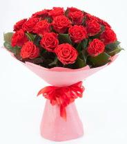 12 adet kırmızı gül buketi  Mardin çiçek siparişi sitesi