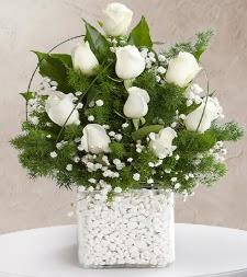 9 beyaz gül vazosu  Mardin çiçek satışı