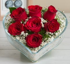 Kalp içerisinde 7 adet kırmızı gül  Mardin çiçek gönderme sitemiz güvenlidir