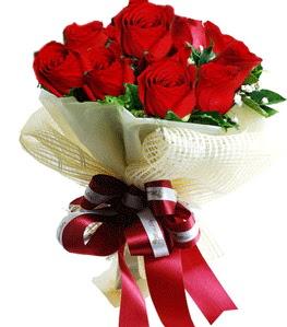 9 adet kırmızı gülden buket tanzimi  Mardin çiçek gönderme sitemiz güvenlidir