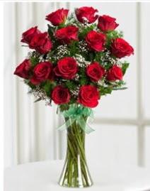 Cam vazo içerisinde 11 kırmızı gül vazosu  Mardin anneler günü çiçek yolla