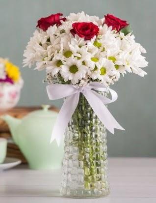 Papatya Ve Güllerin Uyumu camda  Mardin çiçek gönderme sitemiz güvenlidir