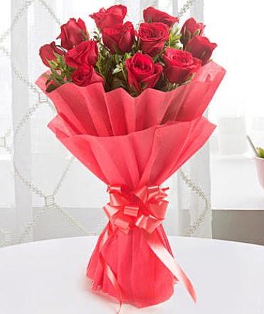 12 adet kırmızı gülden modern buket  Mardin çiçek yolla