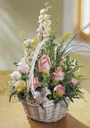 Mardin çiçek gönderme  güller ve mevsim çiçeginden sepet