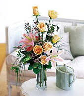 Mardin çiçek , çiçekçi , çiçekçilik  cam yada mika vazo içerisinde gül kazablanka