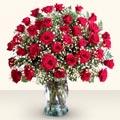Mardin çiçekçiler  33 adet kirmizi gül cam yada mika vazoda