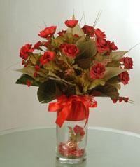yapay güllerden vazo  9 gül  Mardin uluslararası çiçek gönderme