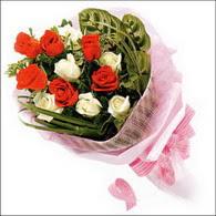 5 kirmizi 5 beyaz güllerden   Mardin online çiçek gönderme sipariş