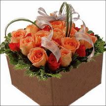 kare sandikta 11 gülllerden   Mardin çiçekçi mağazası