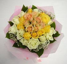 sari ve beyaz gül karisimda   Mardin çiçek , çiçekçi , çiçekçilik