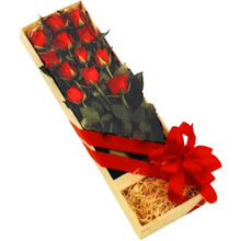 kutuda 12 adet kirmizi gül   Mardin çiçek yolla