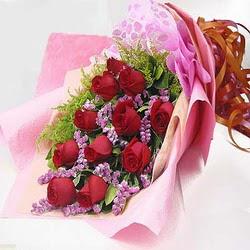 11 adet kirmizi gül ve kir çiçekleri  Mardin internetten çiçek satışı