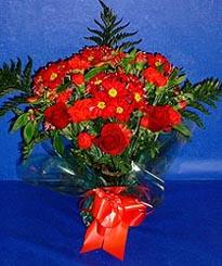 Mardin hediye çiçek yolla  3 adet kirmizi gül ve kir çiçekleri buketi