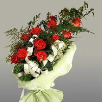 Mardin ucuz çiçek gönder  11 adet kirmizi gül buketi sade haldedir