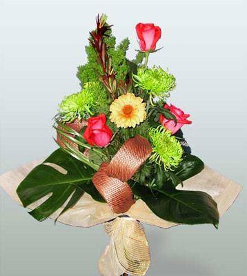 Mardin ucuz çiçek gönder  3 adet gül 4 adet gerbera çiçegi sade buket