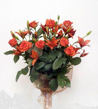 9 adet gül ve 3 adet lilyum çiçegi buketi   Mardin cicek , cicekci