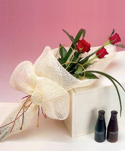 3 adet kalite gül sade ve sik halde bir tanzim  Mardin internetten çiçek siparişi