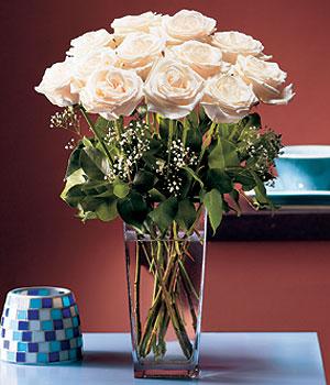 Mardin hediye sevgilime hediye çiçek  Cam yada mika vazo içerisinde 12 gül