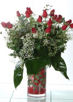 Mardin güvenli kaliteli hızlı çiçek  11 adet kirmizi gül ve cam yada mika vazo tanzim