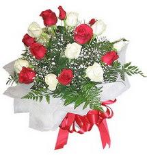 Mardin çiçek , çiçekçi , çiçekçilik  12 adet kirmizi ve beyaz güller buket