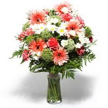 Mardin çiçekçiler  cam yada mika vazo içerisinde karisik demet çiçegi