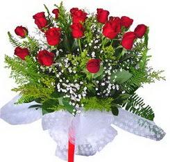 Mardin çiçek satışı  12 adet kirmizi gül buketi esssiz görsellik