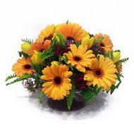 gerbera ve kir çiçek masa aranjmani  Mardin çiçek siparişi vermek