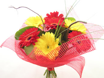 9 adet gerbera çiçeklerinden buket  Mardin çiçek satışı