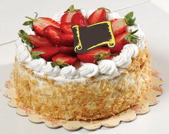 uygun pastaneler 4 ile 6 kisilik çilekli yas pasta lezzetli  Mardin çiçek siparişi vermek
