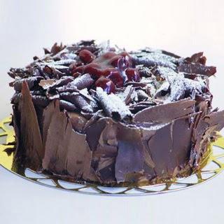 pasta yolla 4 ile 6 kisilik visneli çikolatali yas pasta  Mardin çiçek siparişi sitesi