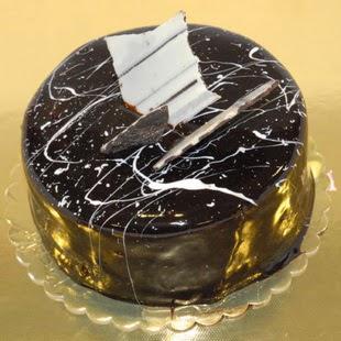 pasta gönder 4 ile 6 kisilik parça çikolatali yaspasta  Mardin internetten çiçek siparişi