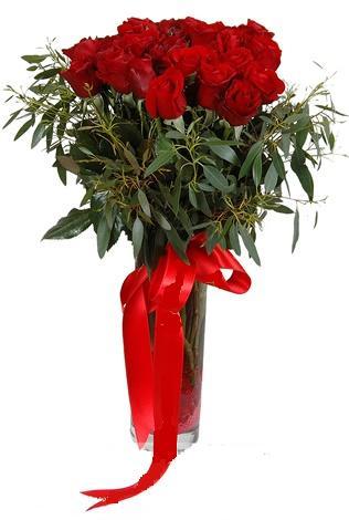 15 adet kirmizi gül cam vazo içerisinde  Mardin internetten çiçek satışı