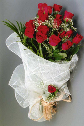 10 adet kirmizi güllerden buket çiçegi  Mardin yurtiçi ve yurtdışı çiçek siparişi