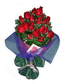 12 adet kirmizi gül buketi  Mardin online çiçek gönderme sipariş