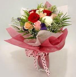 Karisik renklerde 11 adet gül buketi  Mardin çiçek gönderme