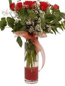 Mardin uluslararası çiçek gönderme  11 adet kirmizi gül vazo çiçegi