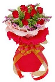 Mardin cicekciler , cicek siparisi  8 Adet kirmizi güllerden buket tanzimi