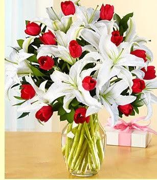 Mardin çiçek siparişi sitesi  3 kazablanka 10 kırmızı gül vazosu