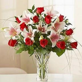 Mardin çiçek mağazası , çiçekçi adresleri  12 adet kırmızı gül 1 dal kazablanka çiçeği