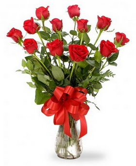 Mardin çiçek , çiçekçi , çiçekçilik  12 adet kırmızı güllerden vazo tanzimi
