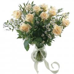 Vazoda 8 adet beyaz gül  Mardin 14 şubat sevgililer günü çiçek
