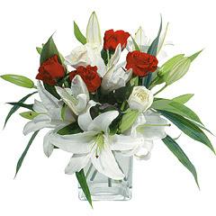 vazo içerisinde 4 gül 1 adet kazablanka  Mardin online çiçek gönderme sipariş