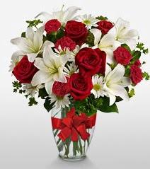 Eşsiz vazo tanzimi güller kazablankalar  Mardin online çiçek gönderme sipariş