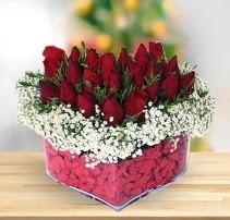 15 kırmızı gülden kalp mika çiçeği  Mardin çiçek satışı