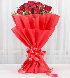 12 adet kırmızı gül buketi  Mardin hediye çiçek yolla