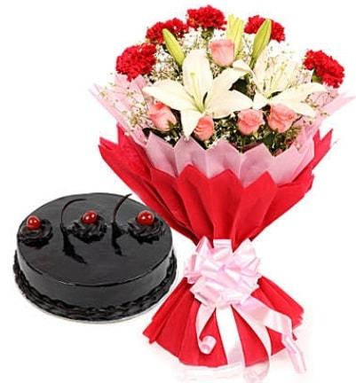 Karışık mevsim buketi ve 4 kişilik yaş pasta  Mardin çiçekçi mağazası