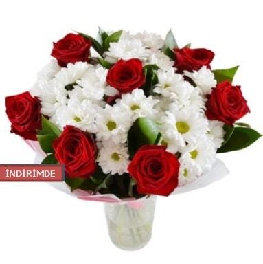 7 kırmızı gül ve 1 demet krizantem  Mardin çiçek gönderme sitemiz güvenlidir